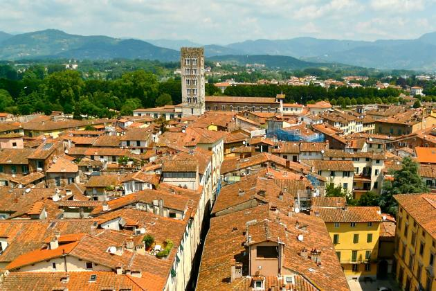 Campanile San Frediano in Lucca